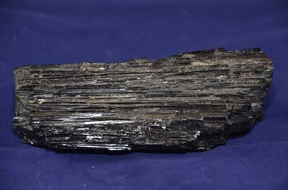 piedra turmalina negra